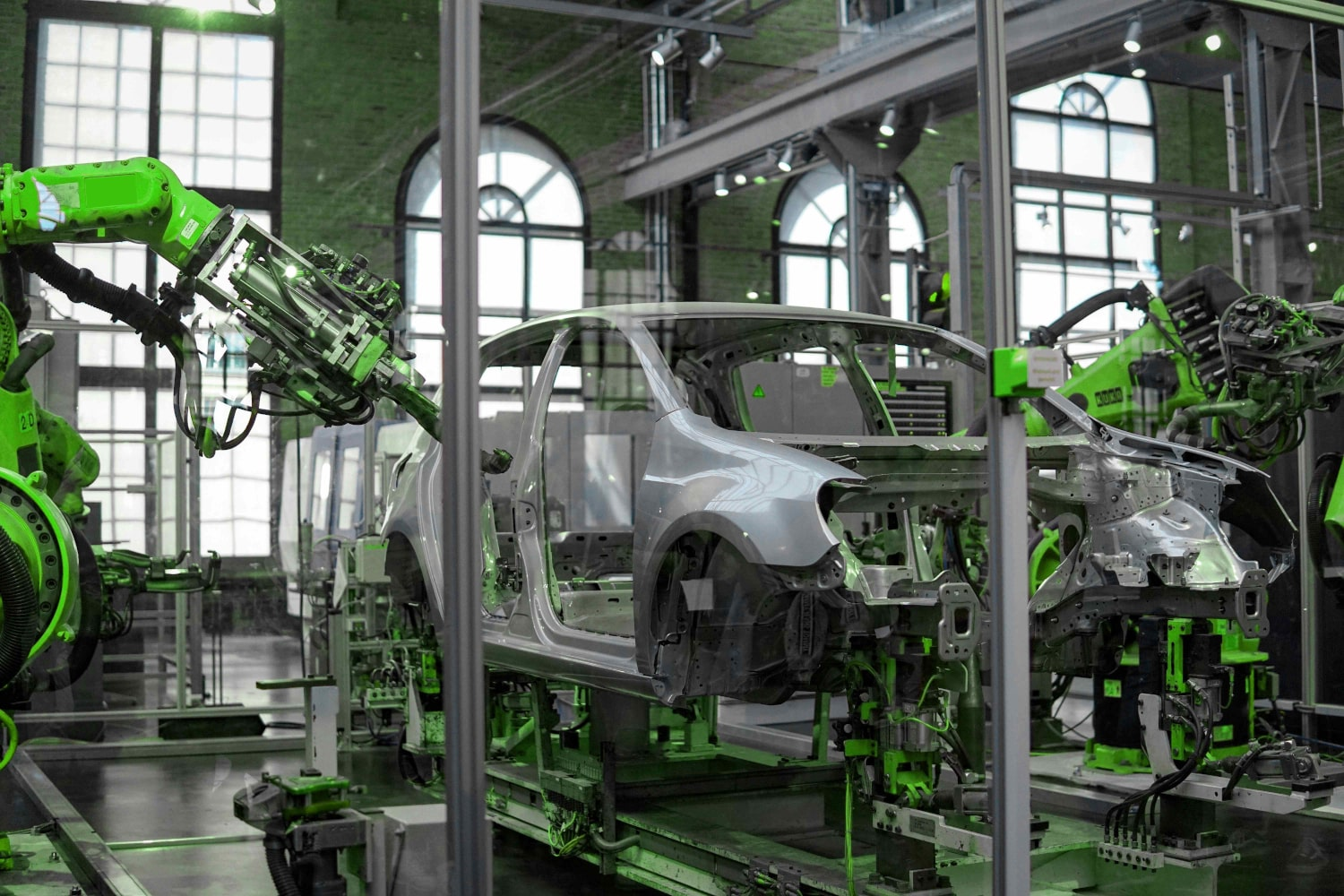 Automotive Manufacturing Challenges and IoT Solutions